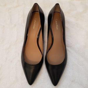CK {nwot} Leather Kitty Pumps in Black